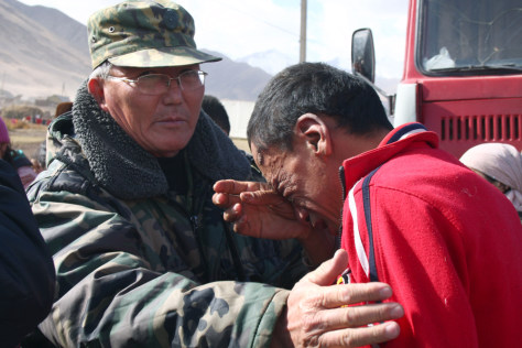 Image: A Kyrgyz man cries at the site of a major earthquake