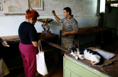 Image: Buying food in Cuba