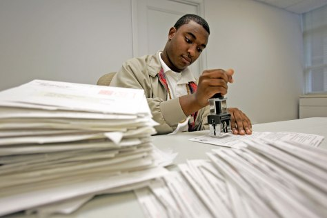 Image: Processing voter registration