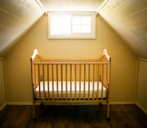 Image: Emtpy infant's crib