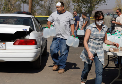 Image: Volunteers load water after California wildfires
