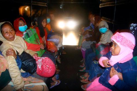 Image: Mount Kelud evacuees