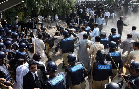 Image: Pakistani riot police