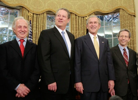 Image: BUSH WITH GORE AND OTHER NOBEL WINNERS