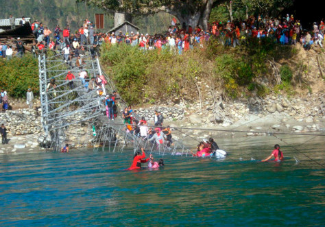 Image: Suspension bridge accident in Nepal