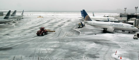 Image: Ground crews work during a storm at Laguardia airport