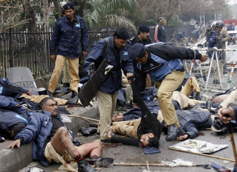 Image: Injured Pakistani policeman.