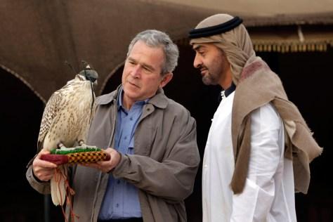 Image:PresidentBush,a falcon andSheik Mohammed bin Zayed Al Nahyan.