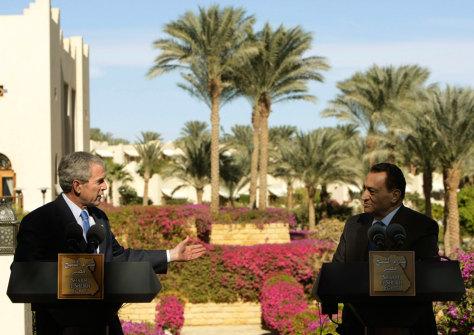 IMAGE:Bush and Mubarak in Egypt