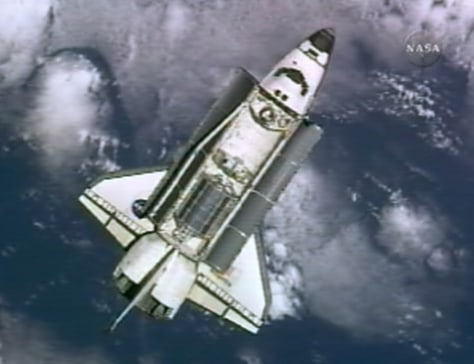 Image: Shuttle nears station