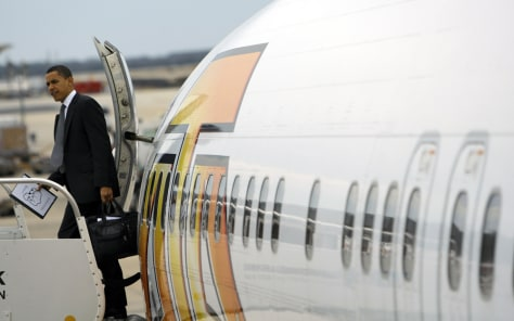 Image: Obama deplanes