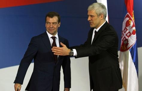 Image:Serbian President Boris Tadic (R) welcomes Dmitry Medvedev