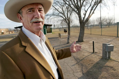 Image: Mayor of town that could be cut by border fence
