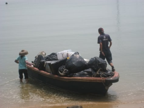 IMAGE: TRASH ON BOAT