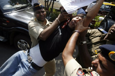 Image: Indian policemen detain a Tibetan protester