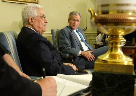 Image: George Bush meets Mahmoud Abbas