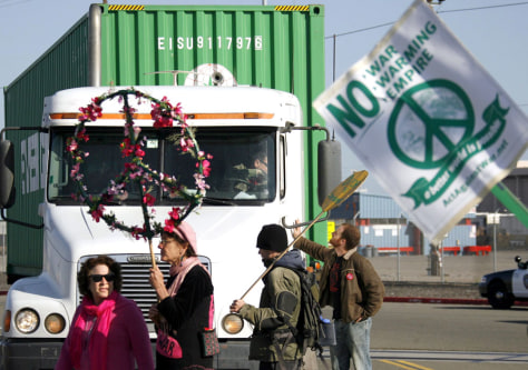 Image: picketers at Port of Oakland