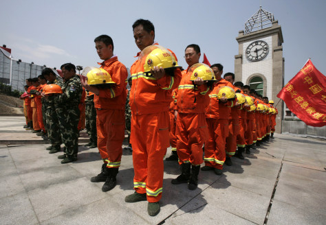 Image: China mourns for quake victims