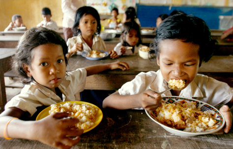 Image: Cambodian children eat rice