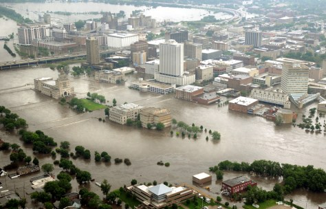 Image: Aerial of Cedar Rapids flooding