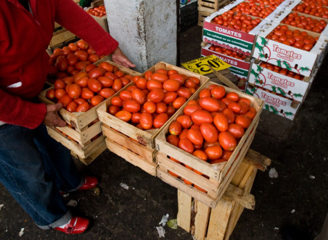 Image: A workers separate tomatoes at the Central de Abastos market in Mexico City