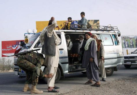 Image: Civilians fleeing Kandahar province