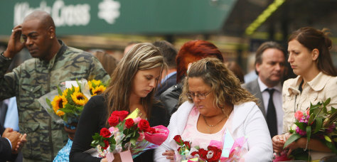 Image: Londoners mourn 2005 bombings on anniversary
