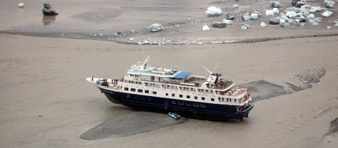 Image: Cruise ship grounded