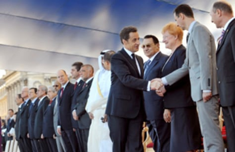 Image : French President Nicolas Sarkozy, fifth right, shakes hands with Syrian President Bashar Assad
