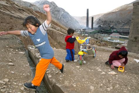 IMAGE: MINING TOWN OF LA AROYA, PERU
