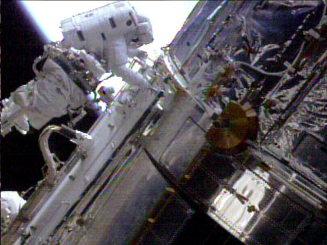 Image: Grunsfeld on spacewalk