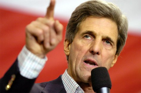 IMAGE: SEN. JOHN KERRY CAMPAIGNS IN NEW HAMPSHIRE