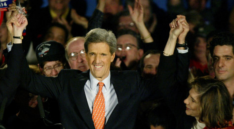 DEMOCRATIC PRESIDENTIAL CANDIDATE KERRY AND WIFE WAVE TO SUPPORTERS