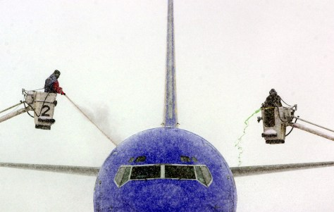 IMAGE: AIRPLANE DEICED IN KANSAS