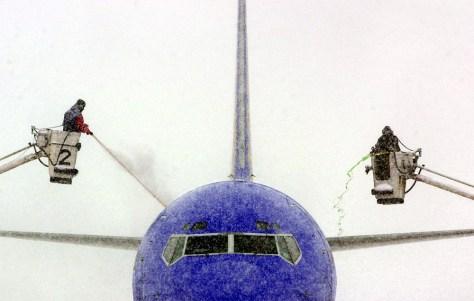 IMAGE: AIRPLANE DEICED IN KANSAS