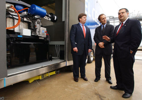 IMAGE: US ENERGY SECRETARY ABRAHAM LOOKS OVER GM FUEL CELL