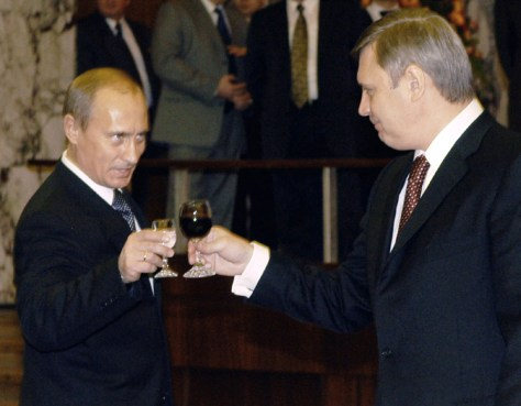 RUSSIAN PRESIDENT PUTIN TOASTS PRIME MINISTER KASYANOV IN MOSCOW