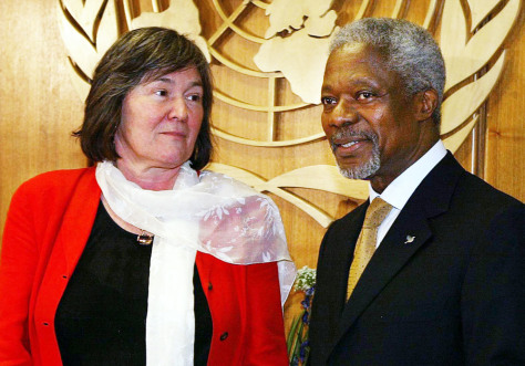 Image: Clare Short with Kofi Annan