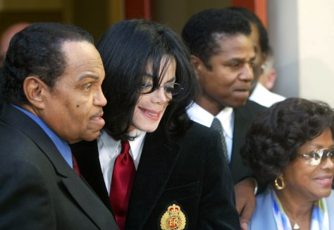 MICHAEL JACKSON SPEAKS TO REPORTERS AFTER ARRAIGNMENT