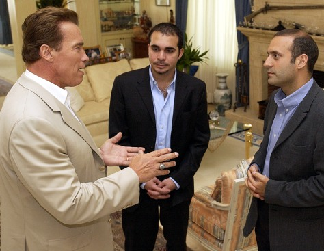 Image: Arnold Schwarzenegger with two Jornadian officials.