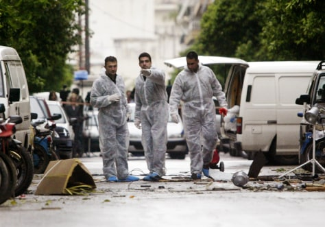 GREEK POLICE EXPERTS CHECK FOR EVIDENCE AFTER TRIPLE BOMB BLASTS IN ATHENS