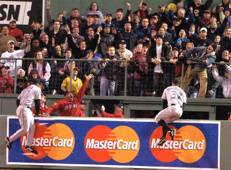 RED SOX CROWD ANTICIPATES ORTIZ HOME RUN