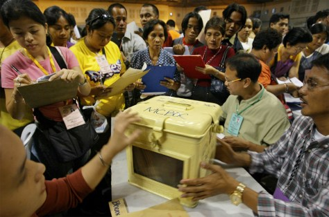 Image: Filipino poll watchers keep an eye on election returns.