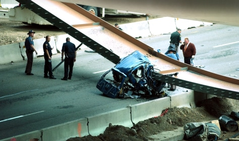 Girder falls on Colo  freeway