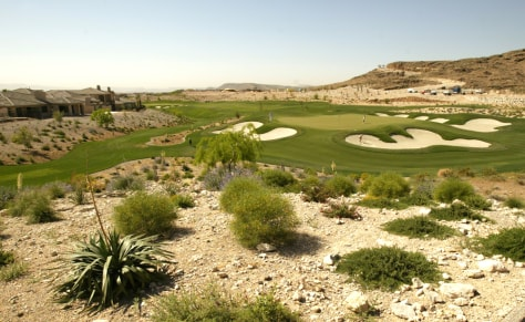 IMAGE: GOLF COURSE IN VEGAS