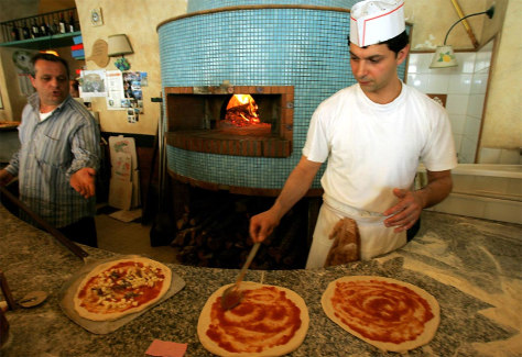 GENNARO PREPARES LUNCH AT A TRADITIONAL PIZZERIA IN ROME