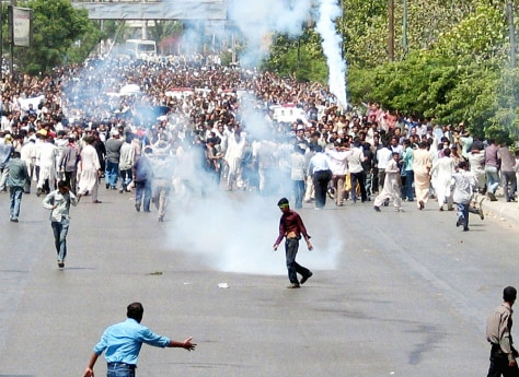Violence Breaks Out At Shia Funeral In Karachi
