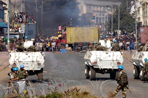 IMAGE: Bukavu residents cheer Congolese army