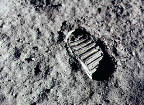 Image: Footprint on the moon