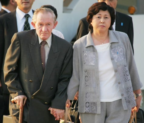 FORMER U.S. ARMY SERGEANT JENKINS AND WIFE HITOMI SOGA WALK HAND IN HAND ON ARRIVAL IN TOKYO